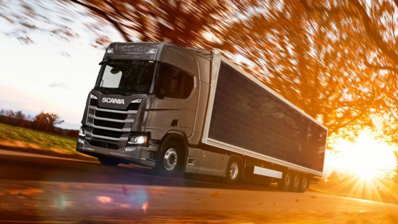 Scania begins checking semi-truck trailer covered in photovoltaic panels