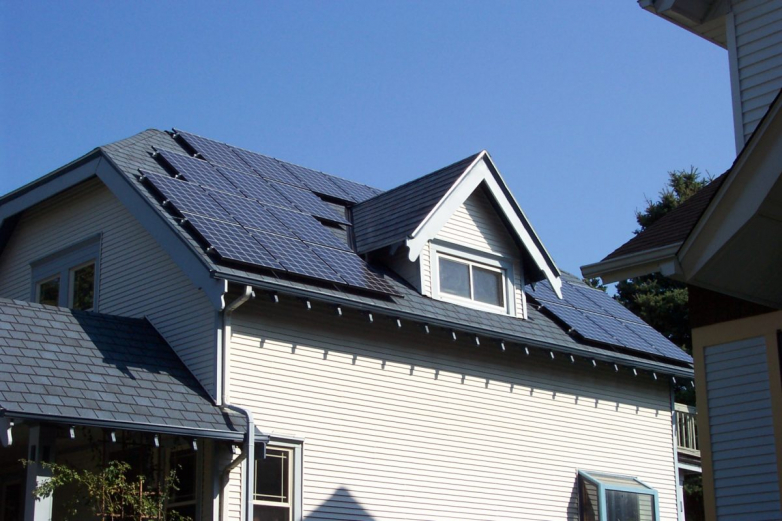 Reliable rooftop solar+ storage without MPPT